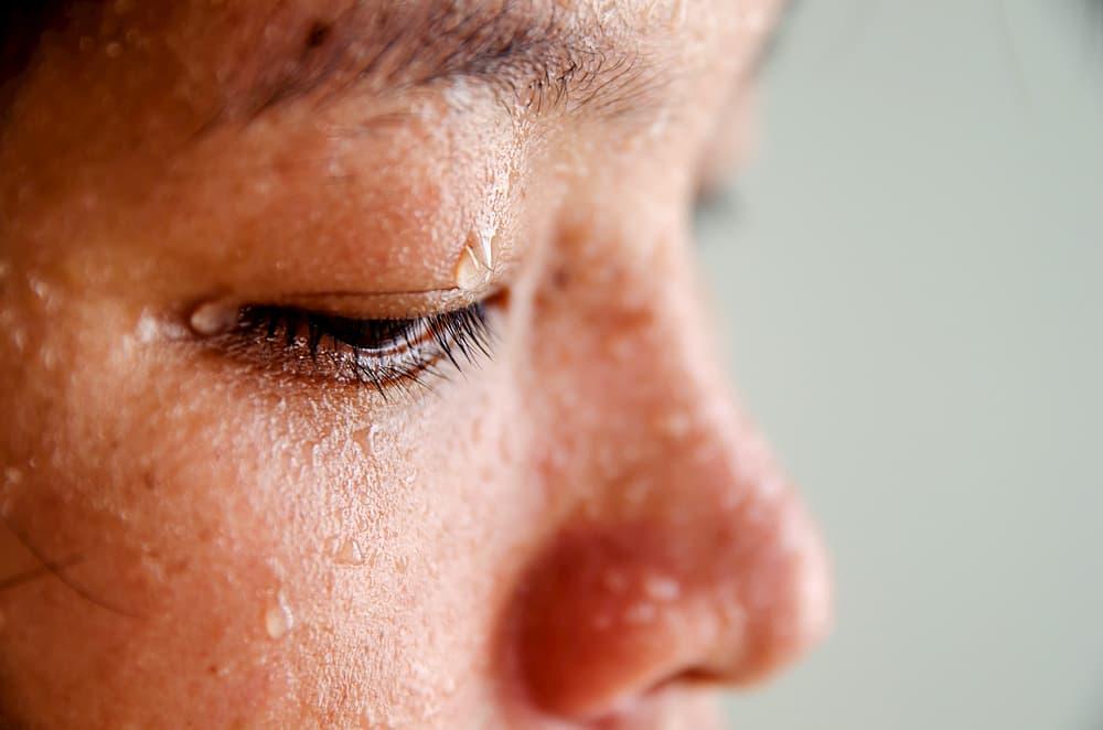 顔から汗をかいて美肌になれる